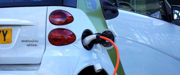 Wer wird uns den richtigen Weg weisen:  Elektroauto oder die Vernunft ?