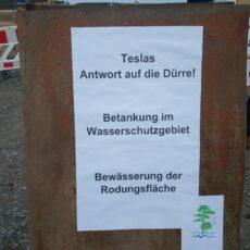 Demo am 02.05.2020 für den Schutz unseres Trinkwasserschutzgebietes! Illegale Betankung der Baufahrzeuge auf der Tesla Baustelle!