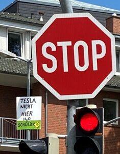 18.07.2020 Demo vor Tesla Baustelle: 70 Anwohner und Naturschützer fordern den sofortigen Stopp der vorzeitigen Genehmigungen