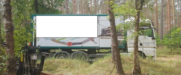 Baufahrzeuge im Wald trotz Waldbrandstufe 5